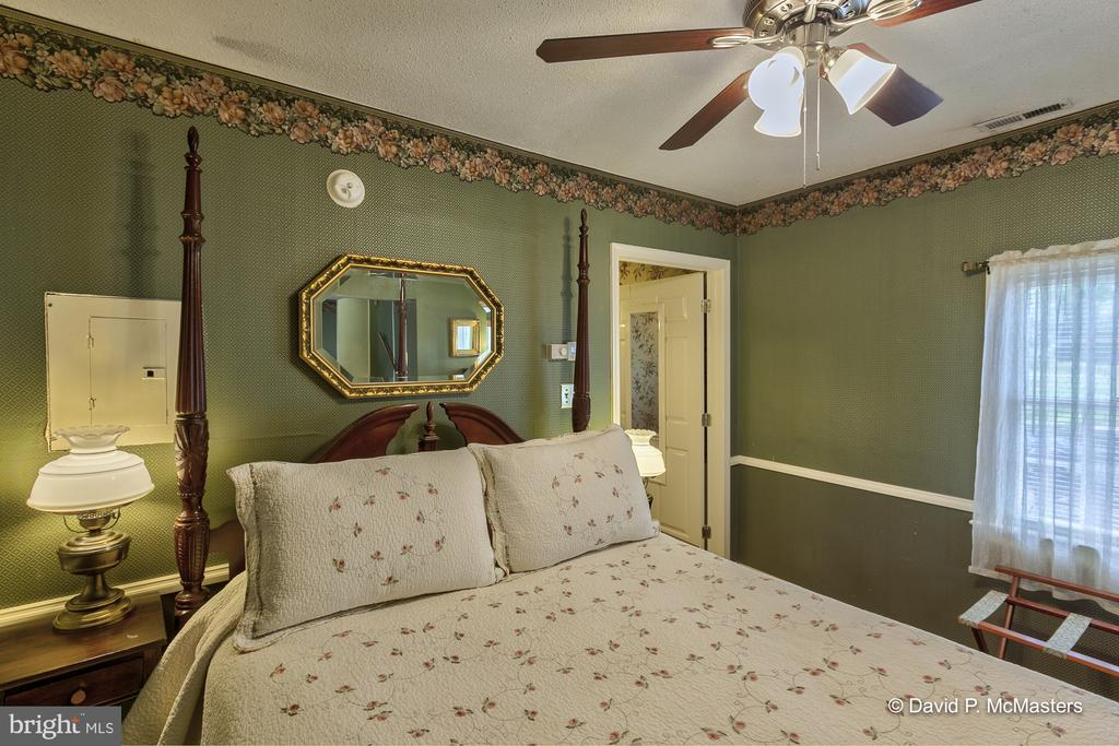 The Carriage House Large suite - 417 E WASHINGTON ST, CHARLES TOWN