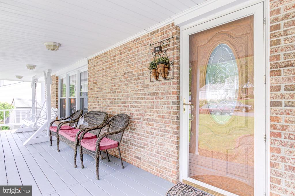 Front Porch - 5744 HEMING AVE, SPRINGFIELD