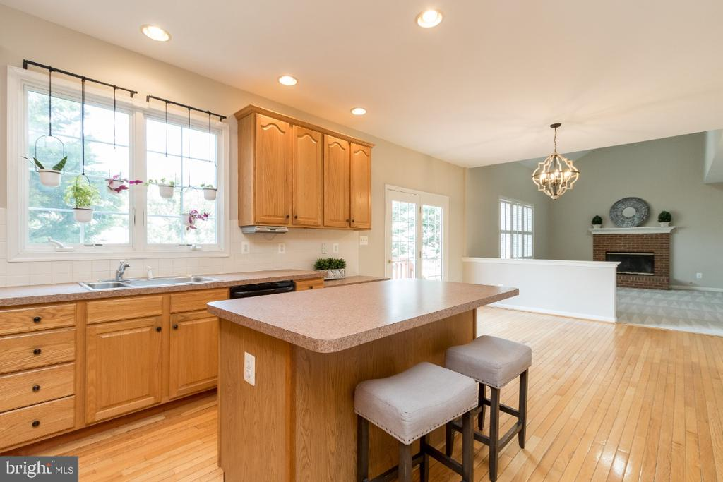 Kitchen - 25466 GIMBEL DR, CHANTILLY