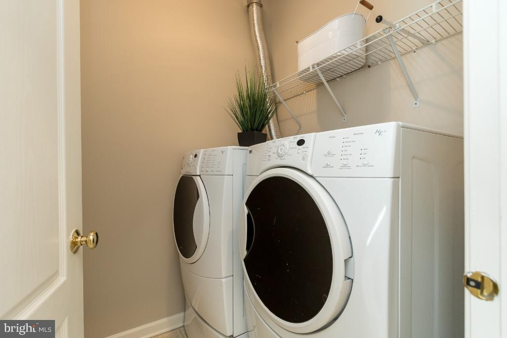 Main Level Laundry - 25466 GIMBEL DR, CHANTILLY