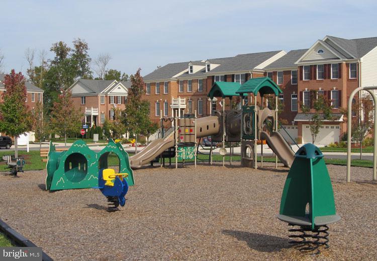 Playgrounds - 25466 GIMBEL DR, CHANTILLY
