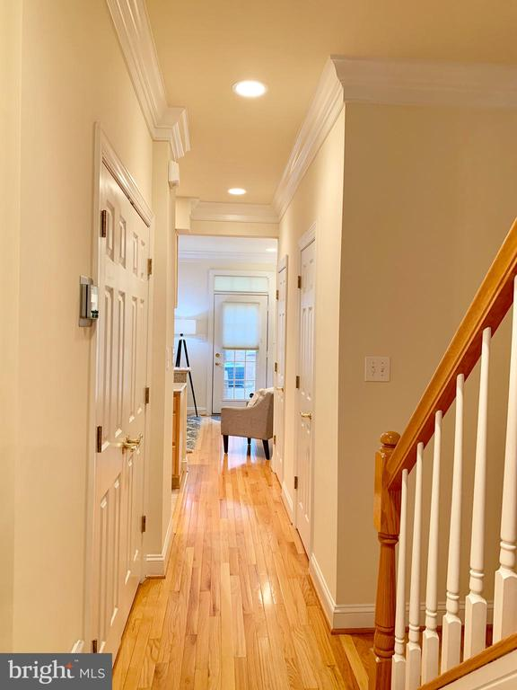 Hallway to living area and stairs to upper level - 2621 FAIRFAX DR, ARLINGTON