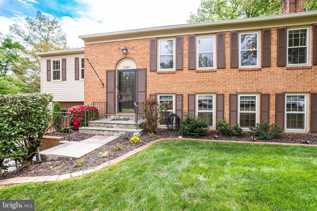 This charming home awaits you! - 7305 LANGSFORD CT, SPRINGFIELD