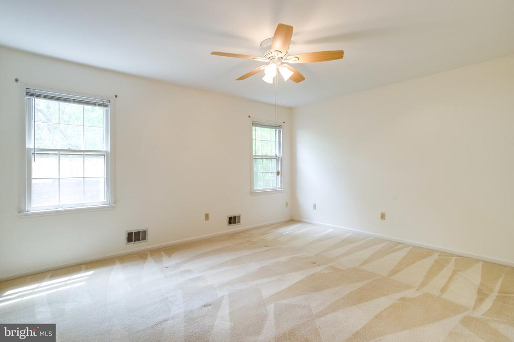 Large Master Bedroom - 7305 LANGSFORD CT, SPRINGFIELD