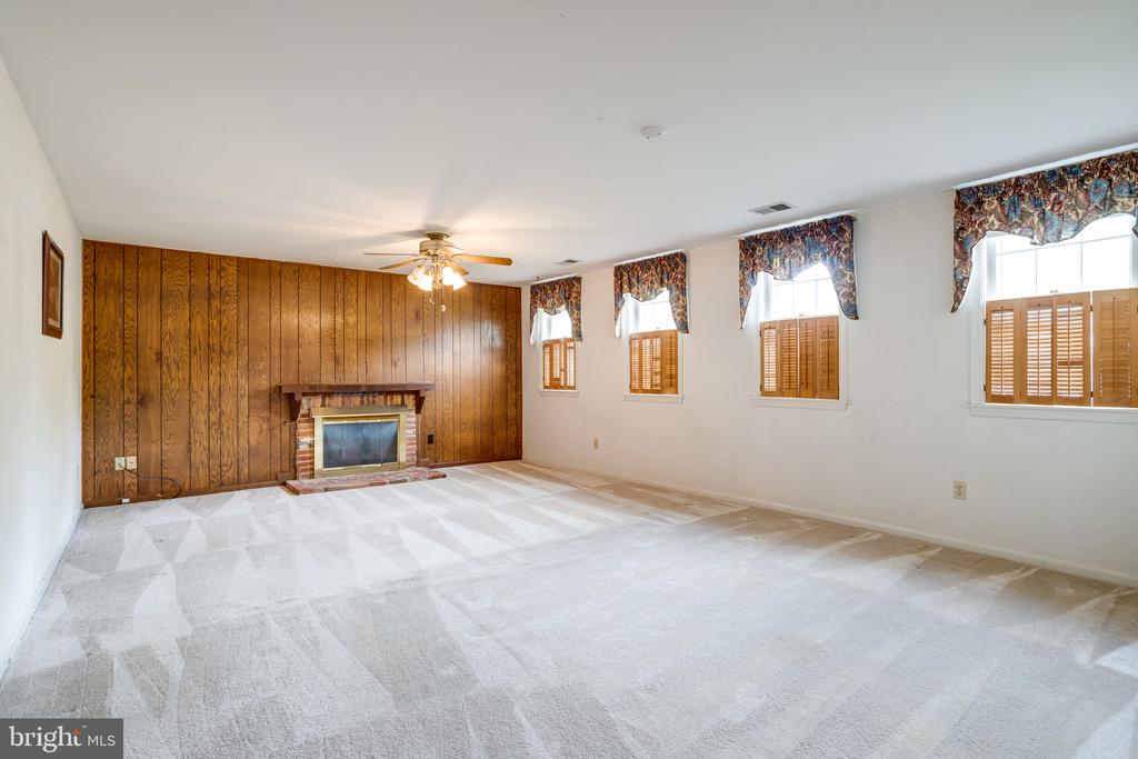 Large family room with gas fireplace - 7305 LANGSFORD CT, SPRINGFIELD