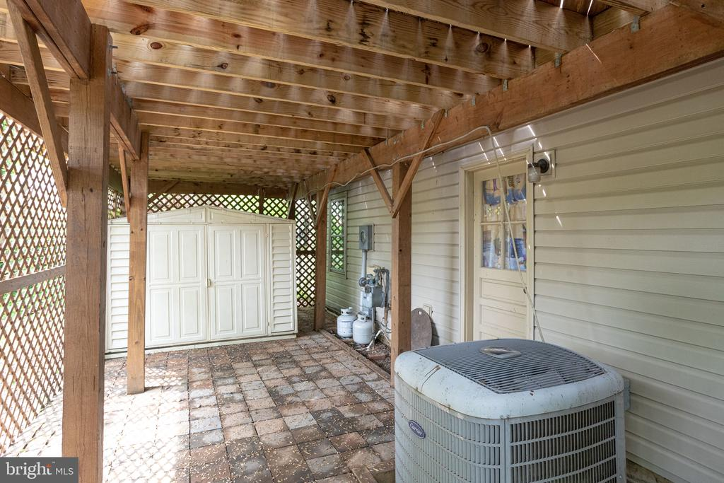 Enclosed area under deck with shed - 7305 LANGSFORD CT, SPRINGFIELD