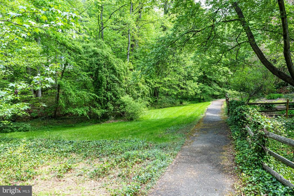 Entrance to walking trail is just one house away - 7305 LANGSFORD CT, SPRINGFIELD
