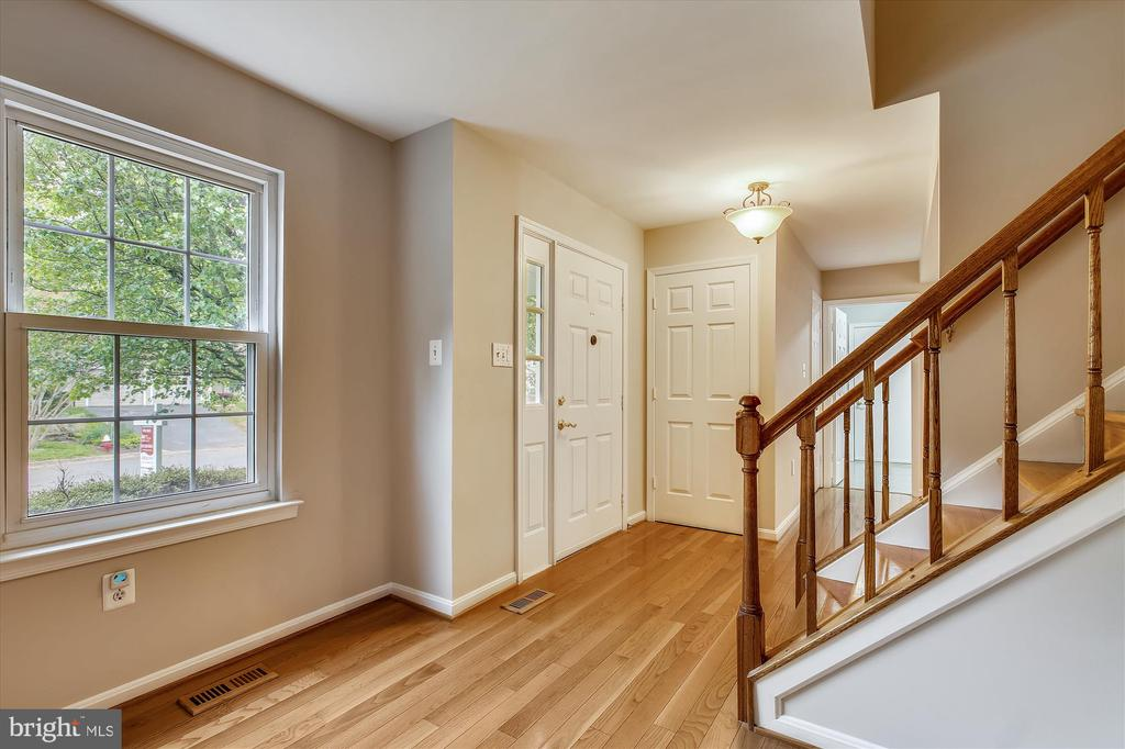 Foyer - 826 POTOMAC RIDGE CT, STERLING