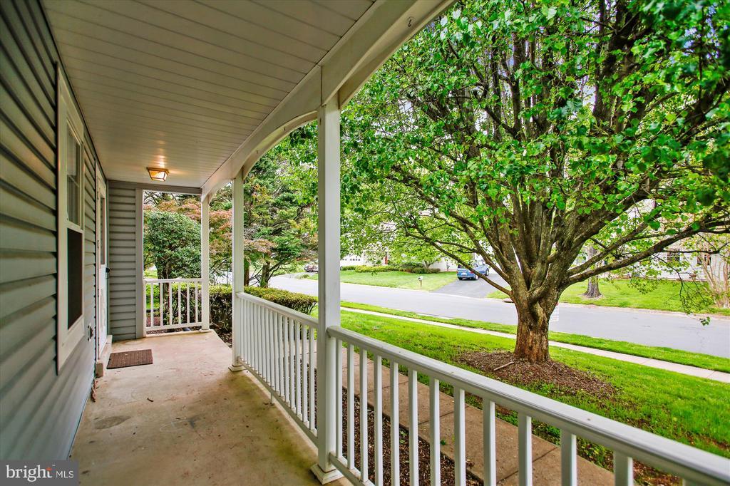 Front porch - 826 POTOMAC RIDGE CT, STERLING