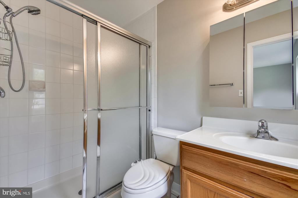 Primary bath - 826 POTOMAC RIDGE CT, STERLING