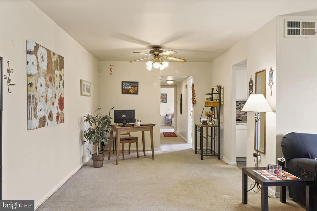 Spacious Dining Area - 11507 AMHERST AVE #102, SILVER SPRING