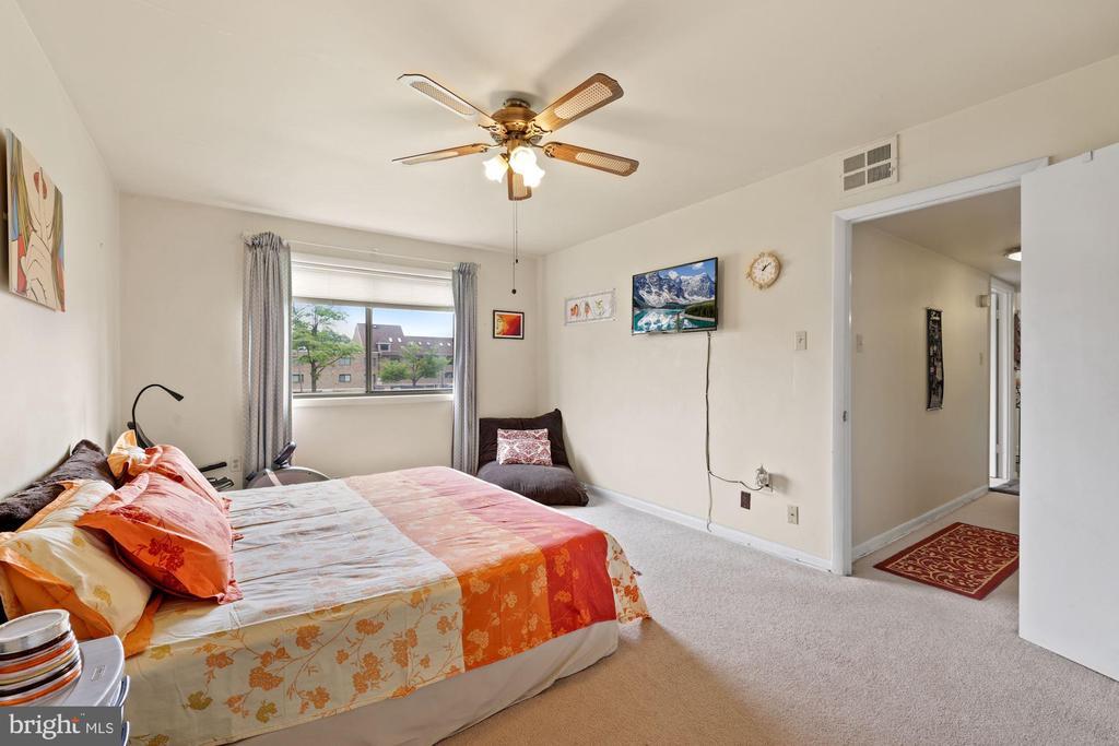 Owner's Bedroom full of sunlight! - 11507 AMHERST AVE #102, SILVER SPRING