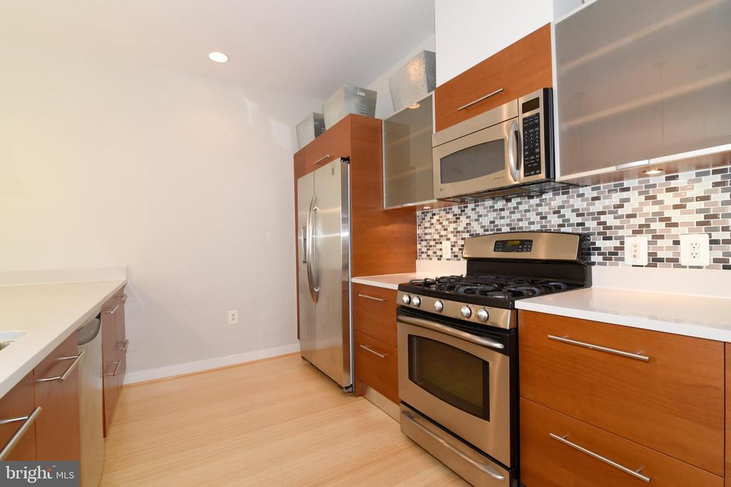 Stainless steel appliances - 12025 NEW DOMINION PKWY #311, RESTON