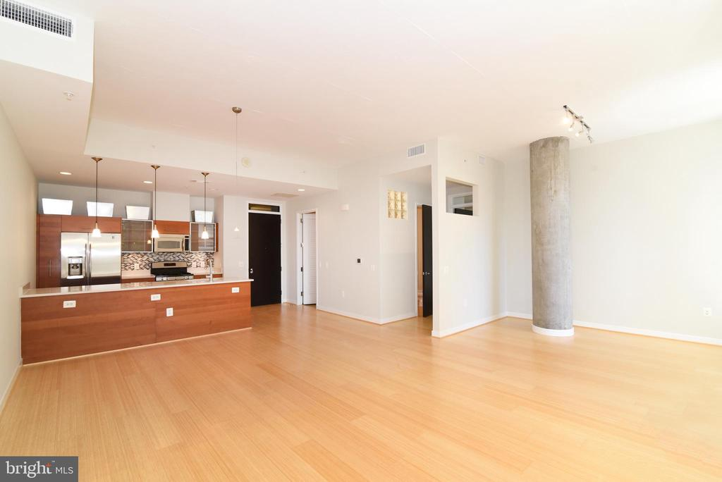 Space galore - 12025 NEW DOMINION PKWY #311, RESTON