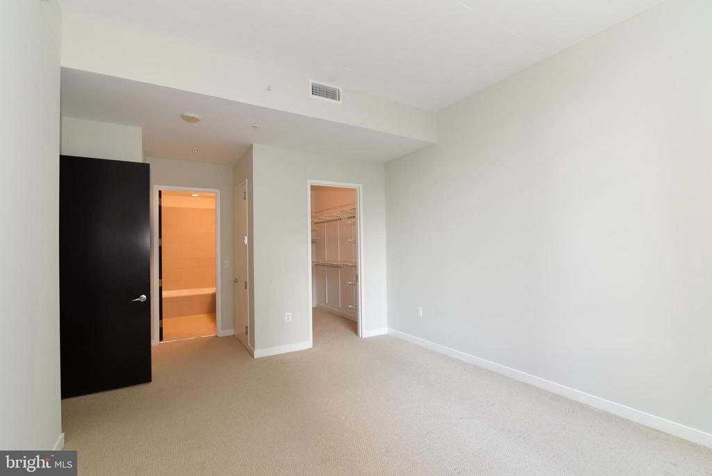 Separate linen closet - 12025 NEW DOMINION PKWY #311, RESTON