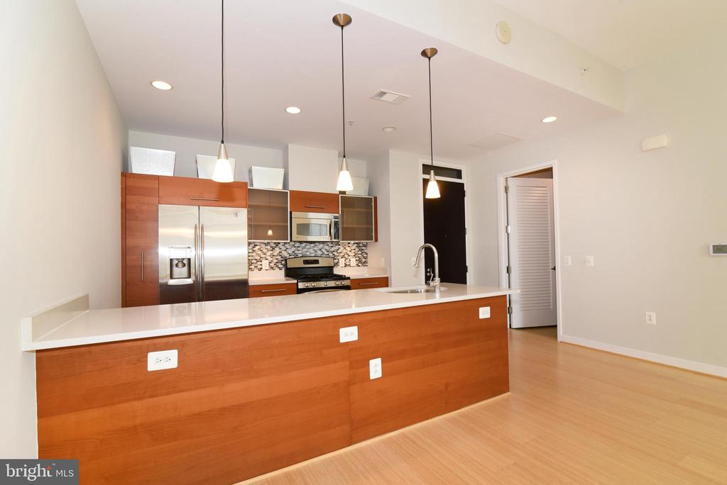 Open concept, perfect for entertaining - 12025 NEW DOMINION PKWY #311, RESTON