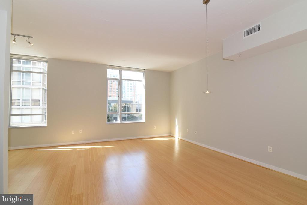 Spacious living room for that large sectional - 12025 NEW DOMINION PKWY #311, RESTON