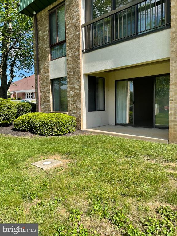 covered patio- walk out to grassy area - 1006 BRINKER DR #102, HAGERSTOWN