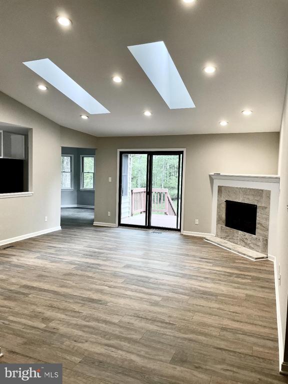 Spacious living room - 209 BATTLEFIELD RD, LOCUST GROVE