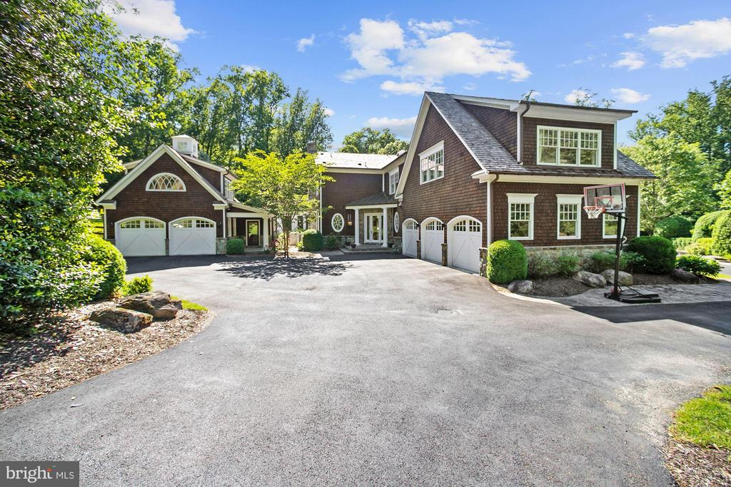 Carriage House - 7301 DULANY DR, MCLEAN