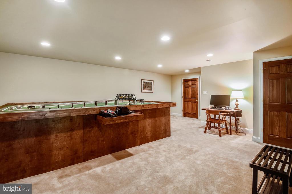Rec room accomodates a pool table - 11949 GREY SQUIRREL LN, RESTON