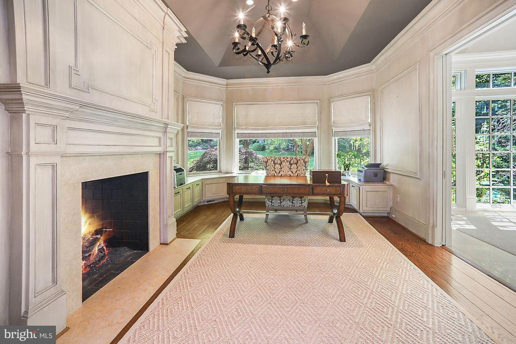 Library - 7301 DULANY DR, MCLEAN