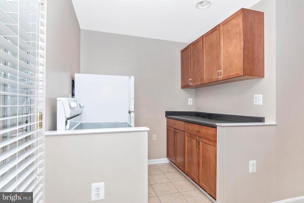 2nd kitchen on lower level - 897 STONEFIELD SQ NE, LEESBURG