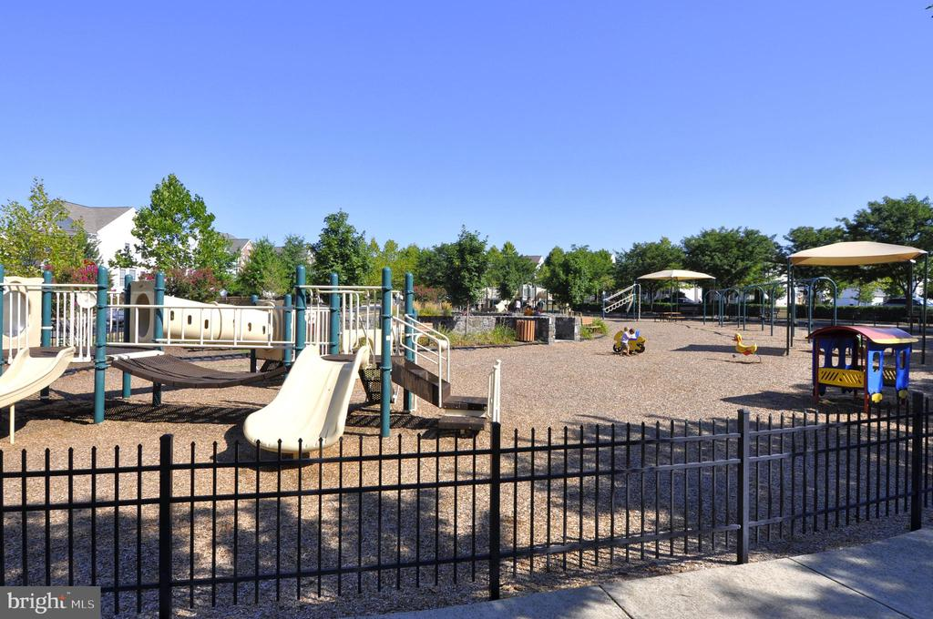 Playgrounds - 43690 MINK MEADOWS ST, CHANTILLY