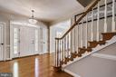 Inviting Foyer Entry, Gleaming Hardwood Floors - 43690 MINK MEADOWS ST, CHANTILLY