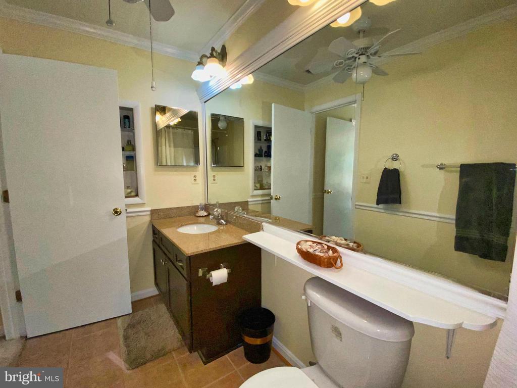 Suite One Bath - 12902 CHURCHILL RIDGE CIR #2-1, GERMANTOWN