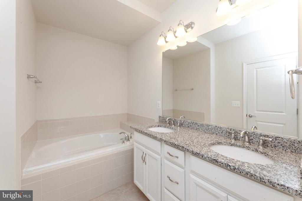 Primary Bathroom with Double Sinks - 2058 ALDER LN, DUMFRIES