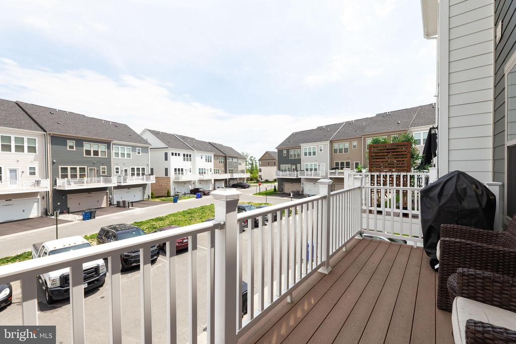 Back Deck - 2058 ALDER LN, DUMFRIES