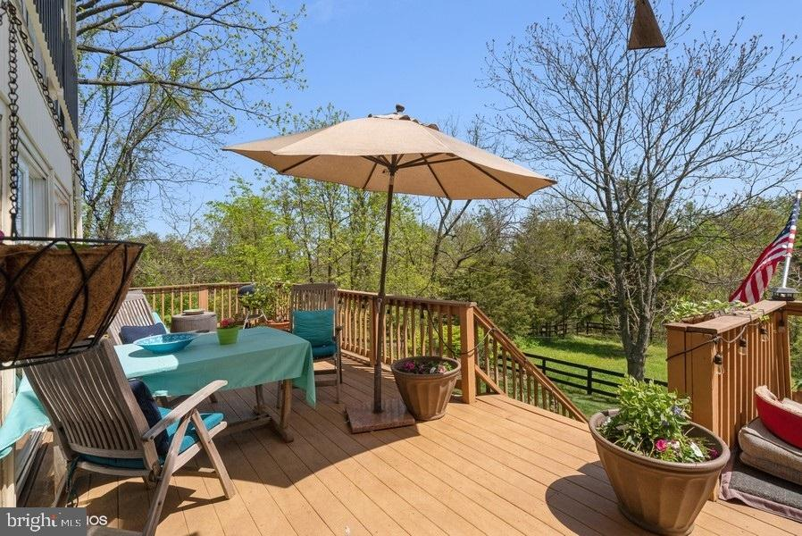 Deck with access to yard - 39895 THOMAS MILL RD, LEESBURG