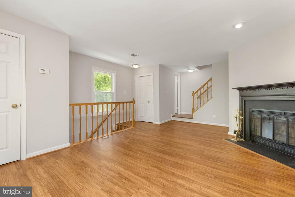 Wood burning Fireplace w/ new floors - 12522 KEMPSTON LN, WOODBRIDGE