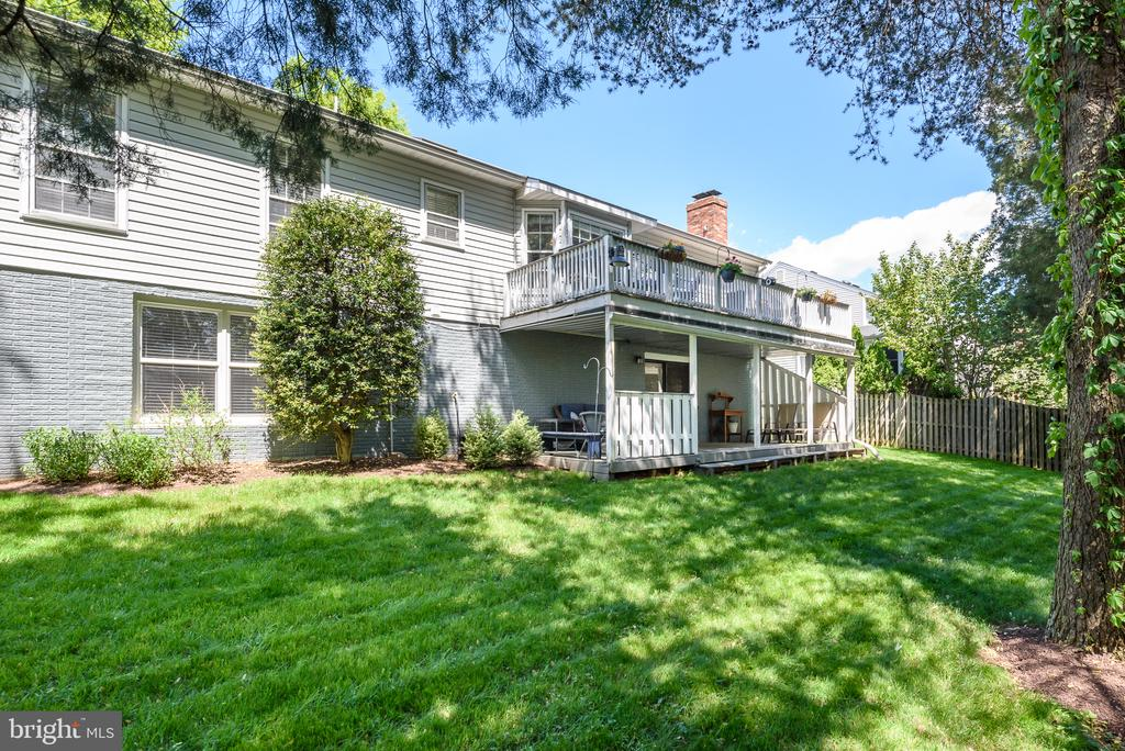 Gorgeous, lush green backyard, fully fenced - 109 COPPER CT, STERLING