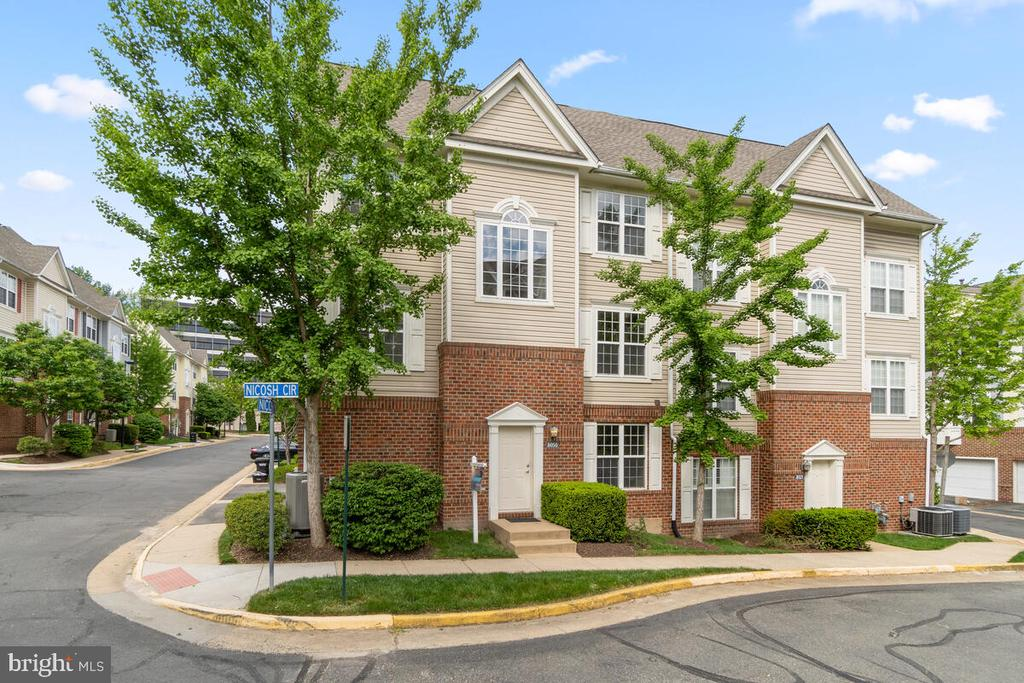 A Must See! - 8050 NICOSH CIRCLE LN #42, FALLS CHURCH