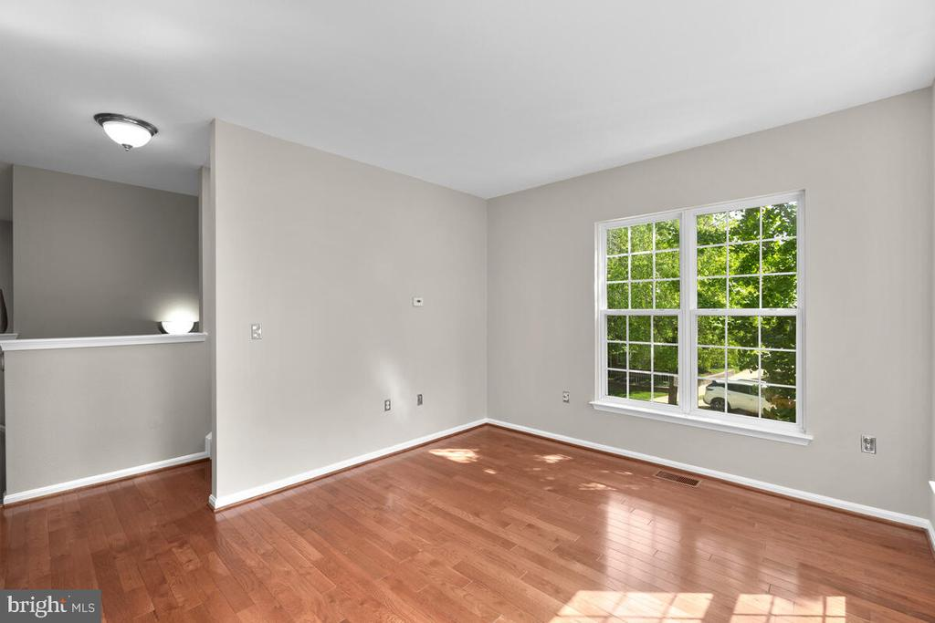 Bright spacious Living Room - 8050 NICOSH CIRCLE LN #42, FALLS CHURCH