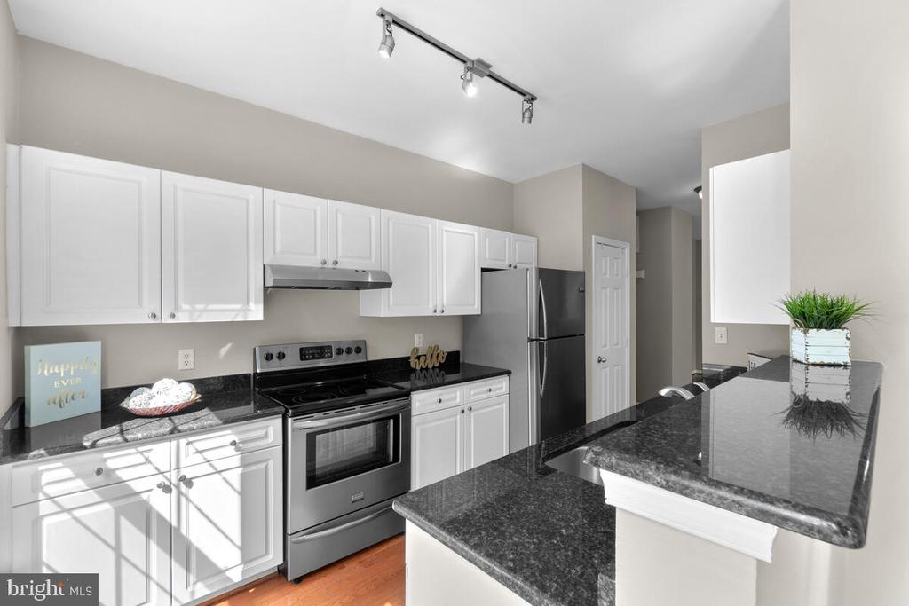 Gourmet Kitchen with SS appls and granite counters - 8050 NICOSH CIRCLE LN #42, FALLS CHURCH