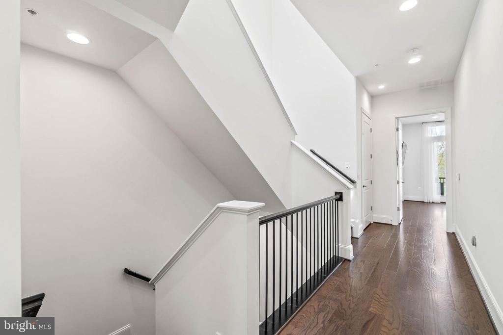 Hallway leading to all bedrooms - 20382 NORTHPARK DR, ASHBURN