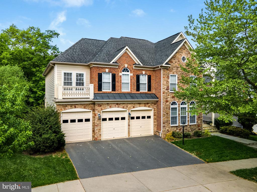 Gorgeous brick and stone facade with 3 car garage - 43768 RIVERPOINT DR, LEESBURG