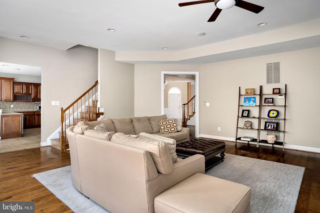 Back hardwood staircase leads to upstairs level - 43768 RIVERPOINT DR, LEESBURG