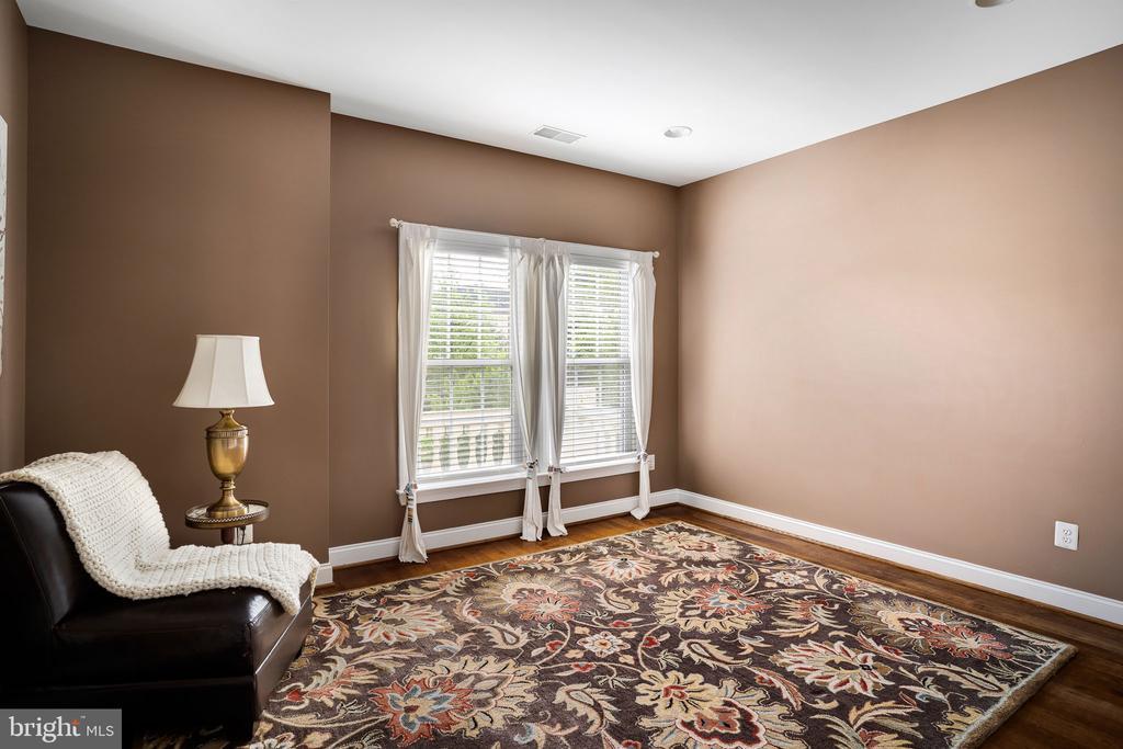 Bedroom with hardwood floors - 43768 RIVERPOINT DR, LEESBURG