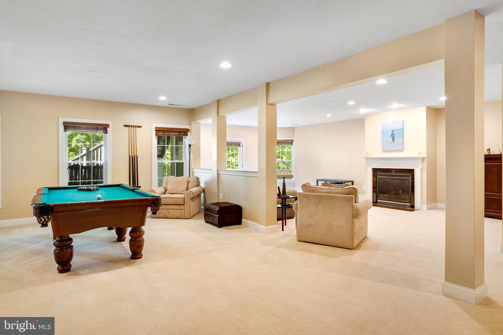 Open concept allows for everyone to be together - 43768 RIVERPOINT DR, LEESBURG