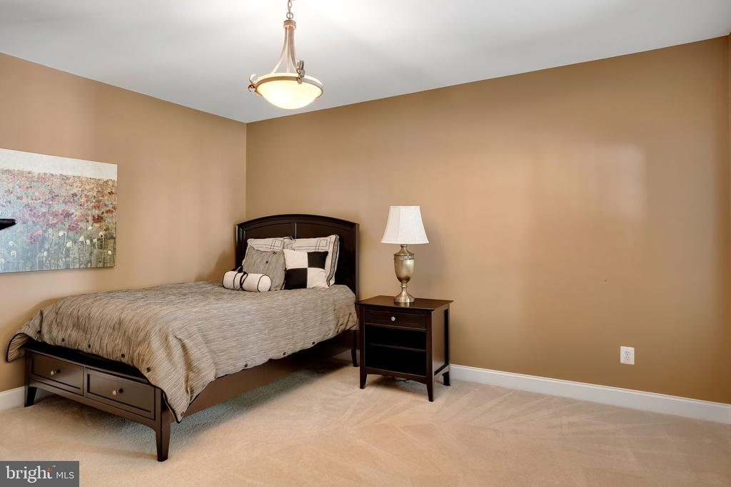Large bedroom with windows looking to trees - 43768 RIVERPOINT DR, LEESBURG