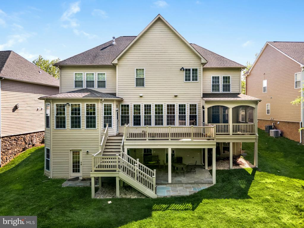 Three levels of tranquil living - 43768 RIVERPOINT DR, LEESBURG