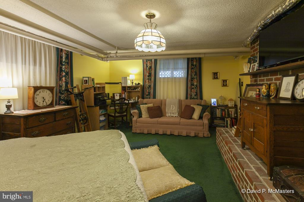 Perfectly cared for through out - 417 E WASHINGTON ST, CHARLES TOWN