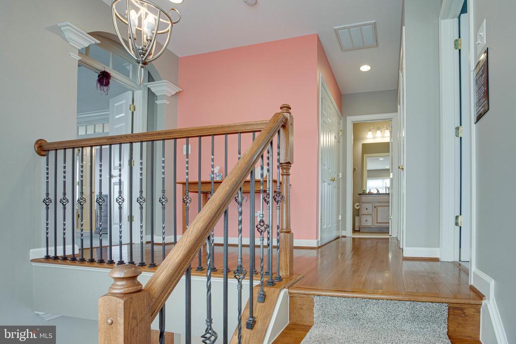 Upper level with HW in hallway - 24960 ASHGARTEN DR, CHANTILLY