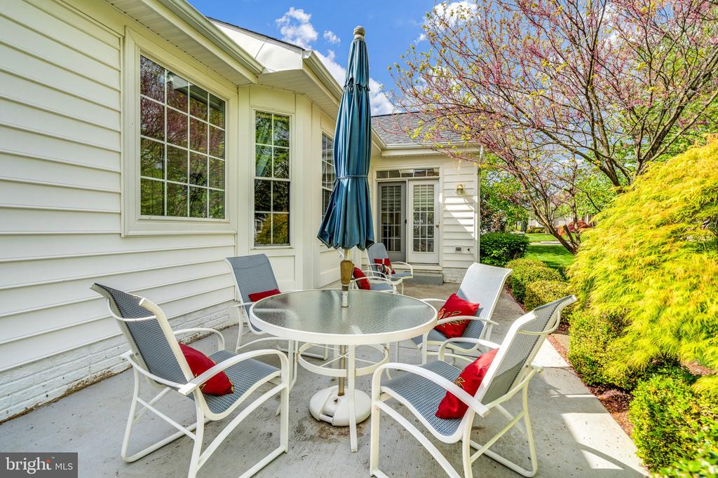 Enjoy a meal or coffee on your back patio - 13843 CRABTREE WAY, GAINESVILLE