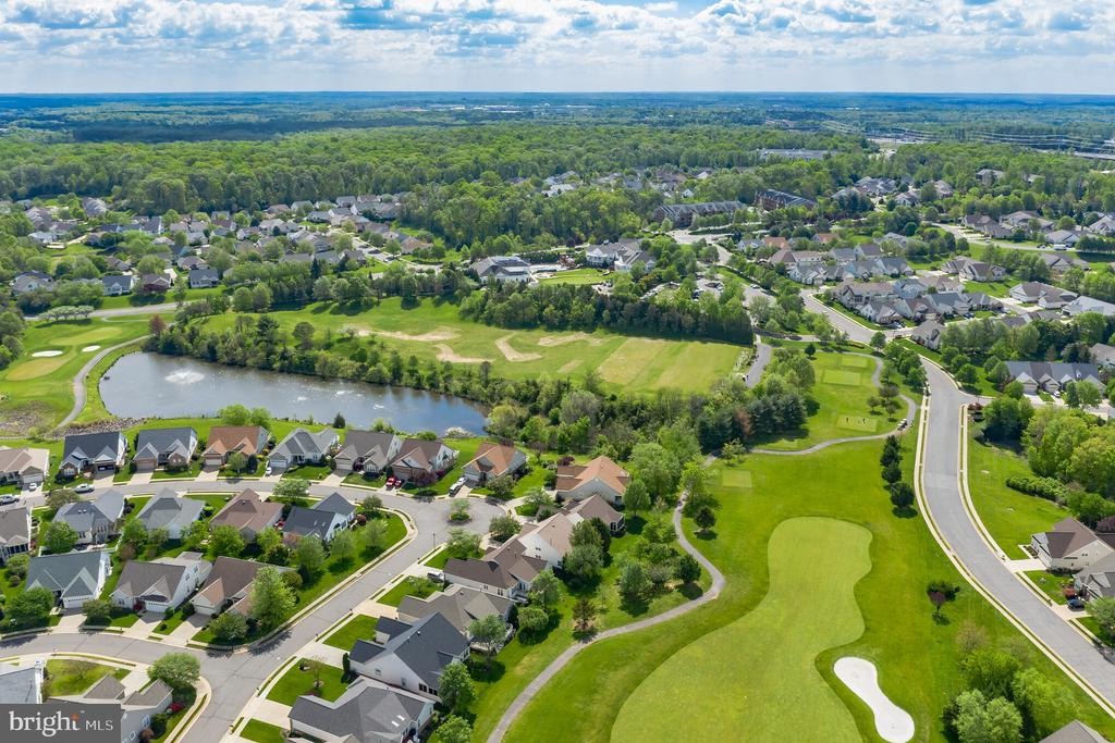 Enjoy walking to the golf course and pond - 13843 CRABTREE WAY, GAINESVILLE