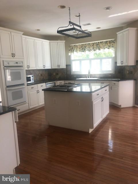 Expanded Kitchen w/Large Island. Make Cookies Here - 43691 FROST CT, ASHBURN